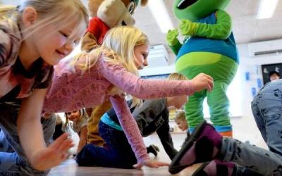 Børnehavebørn fik besøg af Hoppeline